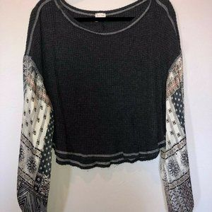 By Together Gray Waffle Knit Floral Dolman Top Med
